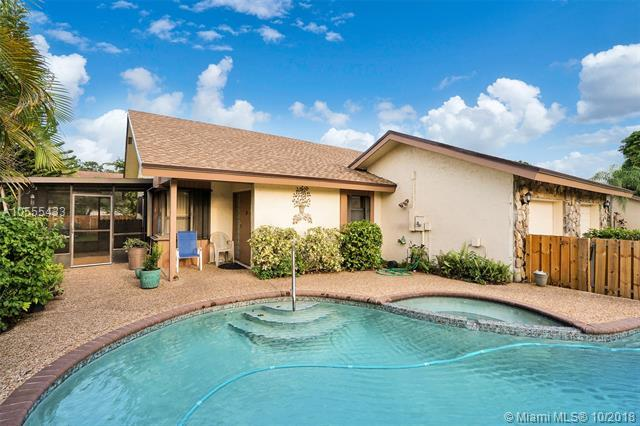 310 NW 65th Ter #310, Plantation, FL 33317 (MLS #A10555433) :: Laurie Finkelstein Reader Team