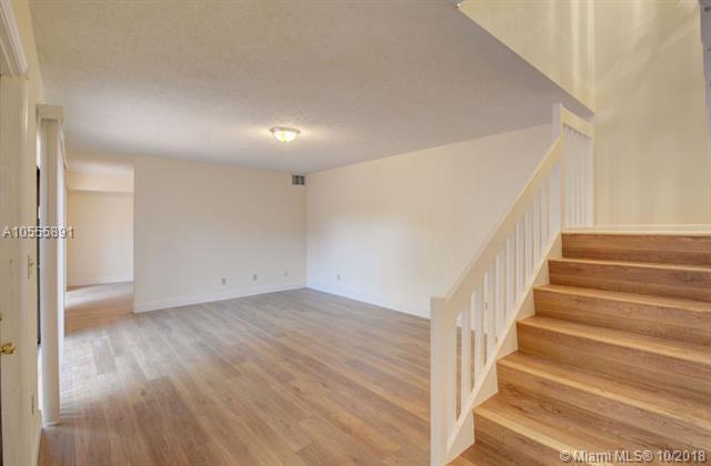 11850 SW 9th Ct, Davie, FL 33325 (MLS #A10555891) :: Green Realty Properties