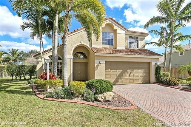1135 NW 132nd Ave, Pembroke Pines, FL 33028 (MLS #A10555966) :: Laurie Finkelstein Reader Team