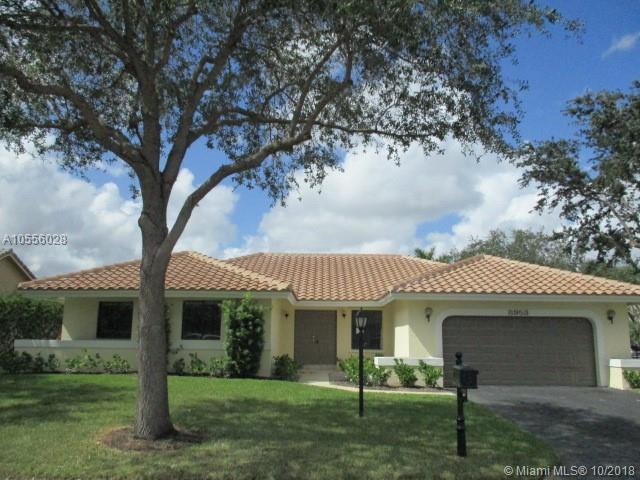 8953 NW 53rd St, Coral Springs, FL 33067 (MLS #A10556028) :: Laurie Finkelstein Reader Team