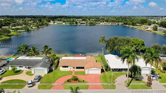 1940 NW 86th Ter, Pembroke Pines, FL 33024 (MLS #A10556217) :: Green Realty Properties