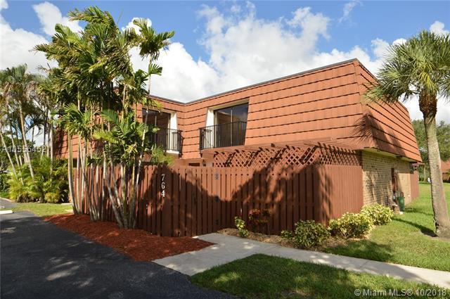 764 SW 120th Way, Davie, FL 33325 (MLS #A10556452) :: RE/MAX Presidential Real Estate Group
