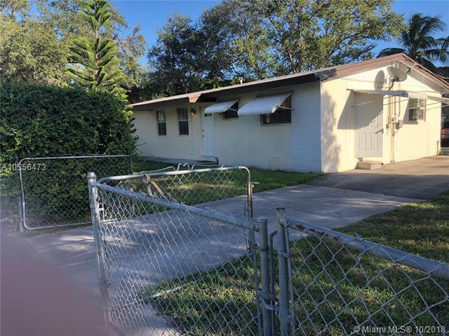 1490 NE 199th St, Miami, FL 33179 (MLS #A10556473) :: Laurie Finkelstein Reader Team