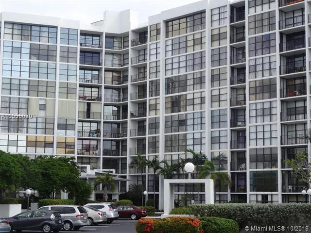 800 Parkview Dr #301, Hallandale, FL 33009 (MLS #A10556620) :: Green Realty Properties