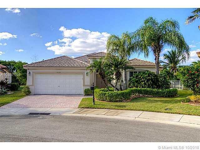 4122 Pinewood Ln, Weston, FL 33331 (MLS #A10557053) :: Green Realty Properties