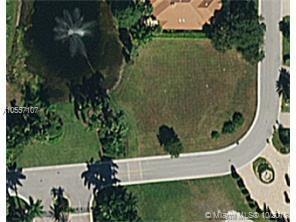 632 SW Enclave Cir, Pembroke Pines, FL 33027 (MLS #A10557107) :: Green Realty Properties