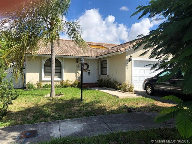 15327 SW 60th Ln, Miami, FL 33193 (MLS #A10557179) :: RE/MAX Presidential Real Estate Group