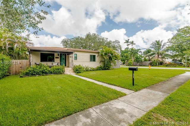 701 Wren Ave, Miami Springs, FL 33166 (MLS #A10557324) :: Green Realty Properties