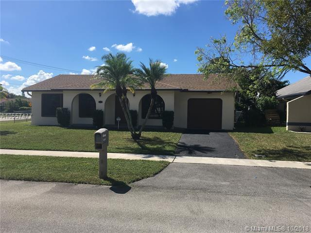 10900 NW 26th St, Sunrise, FL 33322 (MLS #A10557477) :: The Teri Arbogast Team at Keller Williams Partners SW