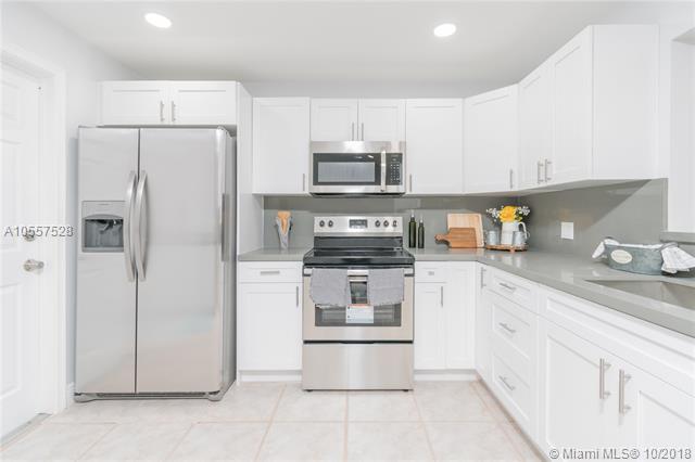 1040 NW 96th Ter, Pembroke Pines, FL 33024 (MLS #A10557528) :: Green Realty Properties