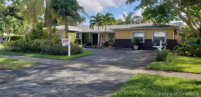 10700 SW 120th St, Miami, FL 33176 (MLS #A10557733) :: The Teri Arbogast Team at Keller Williams Partners SW
