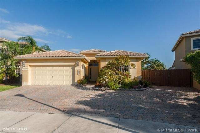 9075 SW 210th Ter, Cutler Bay, FL 33189 (MLS #A10557832) :: Green Realty Properties