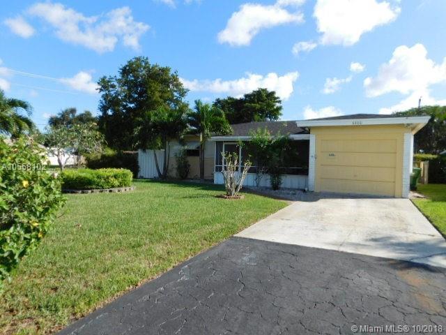 6800 SW 9th St, Pembroke Pines, FL 33023 (MLS #A10558102) :: Green Realty Properties
