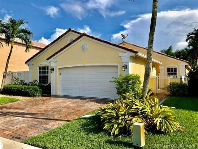 1001 NW 187th Ave, Pembroke Pines, FL 33029 (MLS #A10558183) :: Green Realty Properties