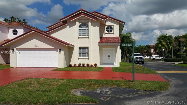 10823 SW 89th Ln, Miami, FL 33176 (MLS #A10558319) :: The Teri Arbogast Team at Keller Williams Partners SW