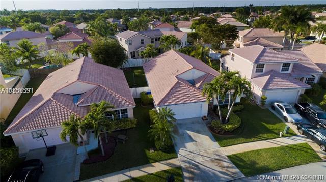 1326 SW 180th Ave, Pembroke Pines, FL 33029 (MLS #A10558591) :: Green Realty Properties