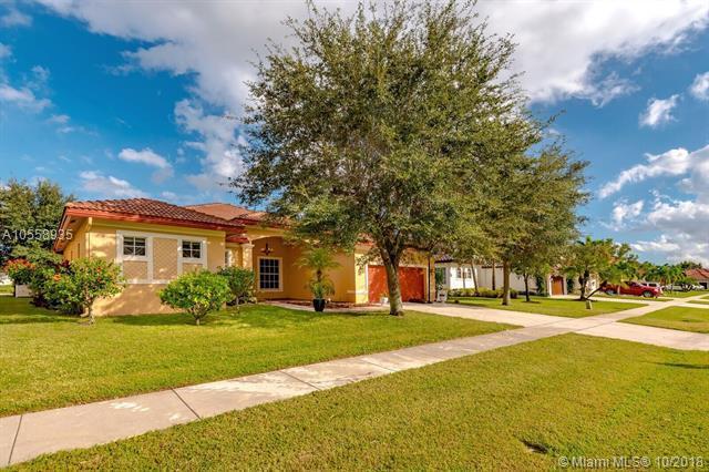 3431 Harness Cir, Lake Worth, FL 33449 (MLS #A10558935) :: Miami Villa Team