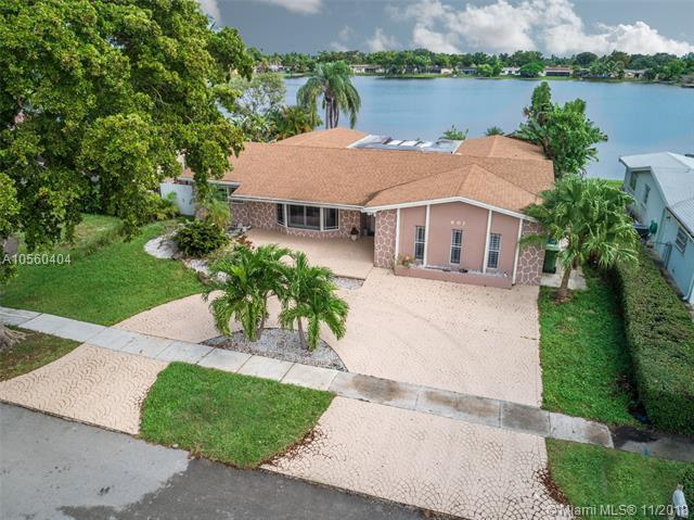 601 NW 96th Ter, Pembroke Pines, FL 33024 (MLS #A10560404) :: The Riley Smith Group