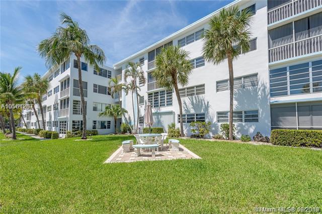 3201 NE 8th St #405, Pompano Beach, FL 33062 (MLS #A10561207) :: The Riley Smith Group