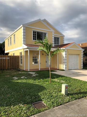 9909 W Daffodil Ln, Miramar, FL 33025 (MLS #A10561289) :: The Chenore Real Estate Group