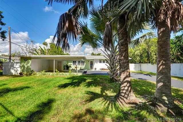 6241 SW 60th St, South Miami, FL 33143 (MLS #A10561388) :: Prestige Realty Group