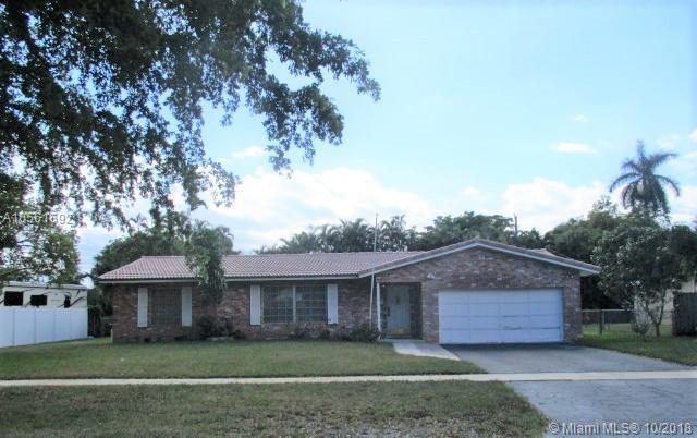 1011 Renmar Dr, Plantation, FL 33317 (MLS #A10561692) :: Green Realty Properties