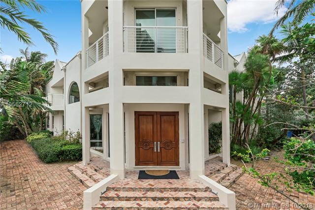 688 Ocean Blvd, Golden Beach, FL 33160 (MLS #A10562712) :: Keller Williams Elite Properties