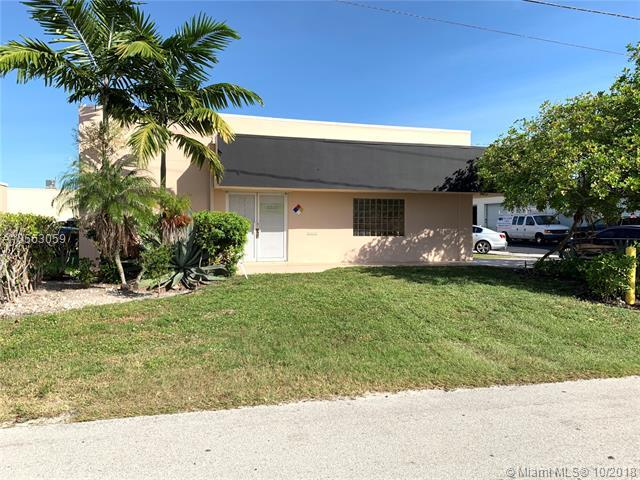 4380 NE 11th Ave, Oakland Park, FL 33334 (MLS #A10563059) :: The Teri Arbogast Team at Keller Williams Partners SW