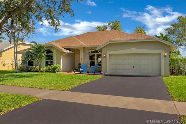 5776 SW 89th Way, Cooper City, FL 33328 (MLS #A10563310) :: Green Realty Properties