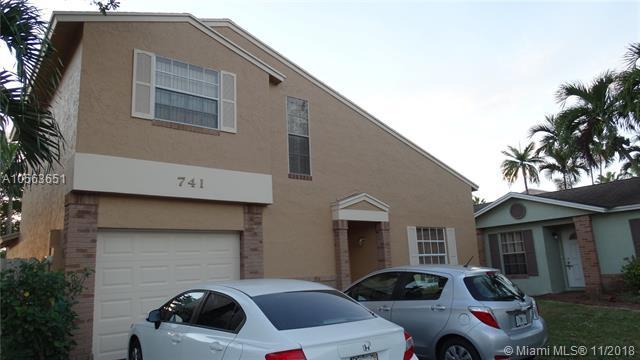 741 Cumberland Ter, Davie, FL 33325 (MLS #A10563651) :: Carole Smith Real Estate Team