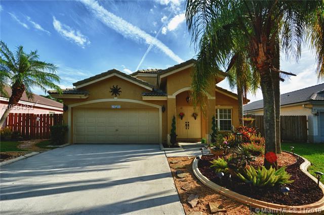 20308 SW 5th St, Pembroke Pines, FL 33029 (MLS #A10564353) :: Green Realty Properties