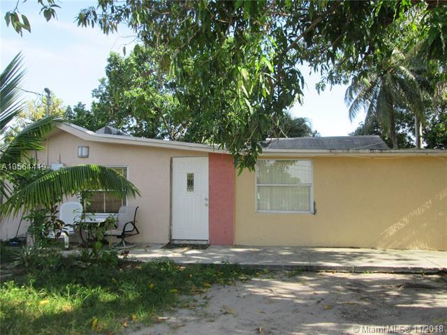 1270 NW 28th St, Miami, FL 33142 (MLS #A10564419) :: Green Realty Properties
