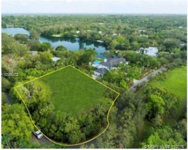 5690 Banyan Dr, Coral Gables, FL 33156 (MLS #A10565452) :: The Riley Smith Group