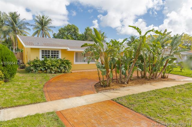 2211 N 35th Ave, Hollywood, FL 33021 (MLS #A10566476) :: The Chenore Real Estate Group