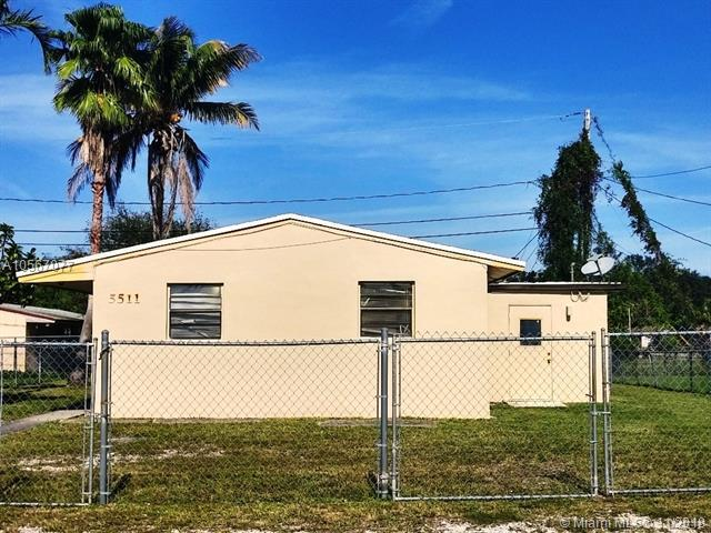 5511 SW 33rd St, Pembroke Park, FL 33023 (MLS #A10567077) :: Prestige Realty Group
