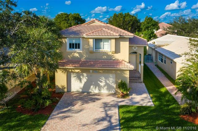 17089 NW 11th St, Pembroke Pines, FL 33028 (MLS #A10567353) :: The Teri Arbogast Team at Keller Williams Partners SW