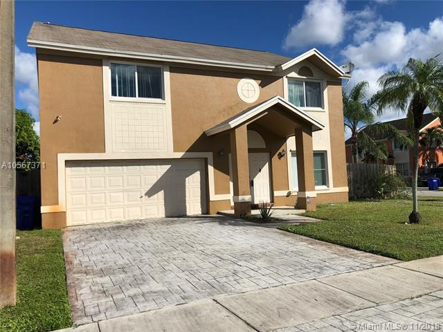 9701 SW 14th Ct, Pembroke Pines, FL 33025 (MLS #A10567371) :: Green Realty Properties