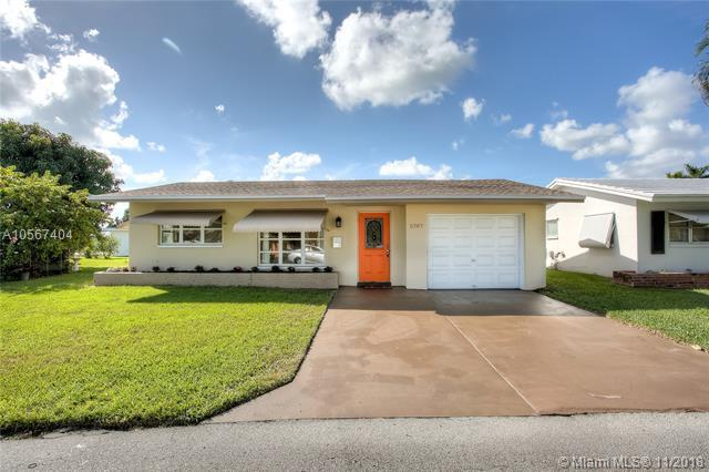 5707 NW 48th Ave, Tamarac, FL 33319 (MLS #A10567404) :: The Riley Smith Group