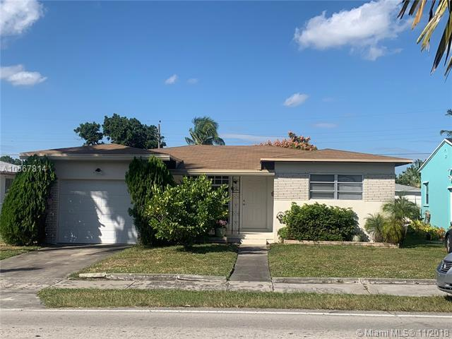 2323 Taft St, Hollywood, FL 33020 (MLS #A10567814) :: Prestige Realty Group