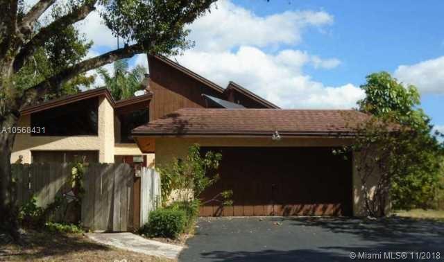 920 Mockingbird Ln, Plantation, FL 33324 (MLS #A10568431) :: Prestige Realty Group