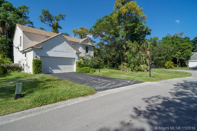 3552 Mahogany Way, Coral Springs, FL 33065 (MLS #A10569089) :: Laurie Finkelstein Reader Team