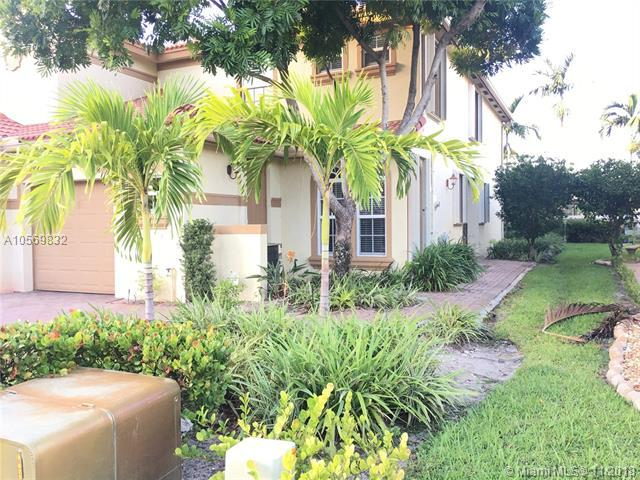 9733 Darlington Pl, Cooper City, FL 33328 (MLS #A10569832) :: The Chenore Real Estate Group