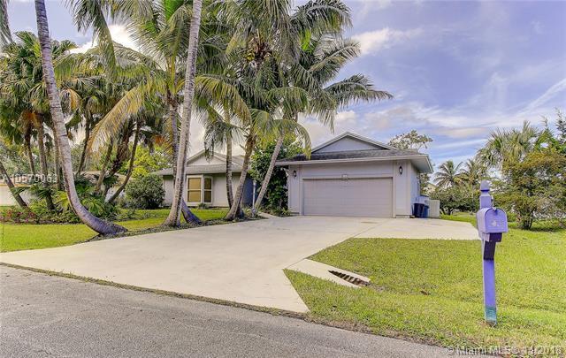 8737 SE Sharon St, Hobe Sound, FL 33455 (MLS #A10570063) :: Miami Villa Team