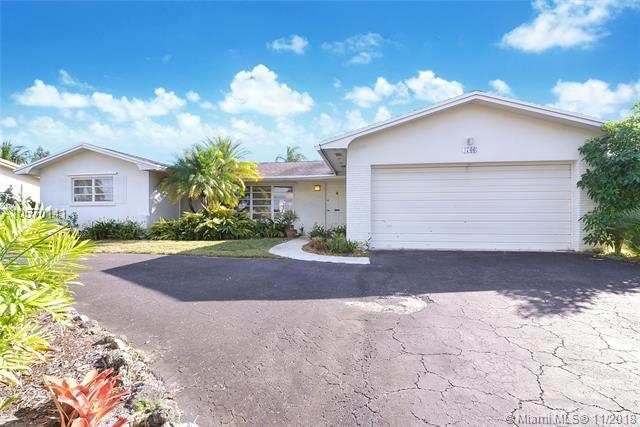 4706 Garfield St, Hollywood, FL 33021 (MLS #A10570141) :: The Chenore Real Estate Group