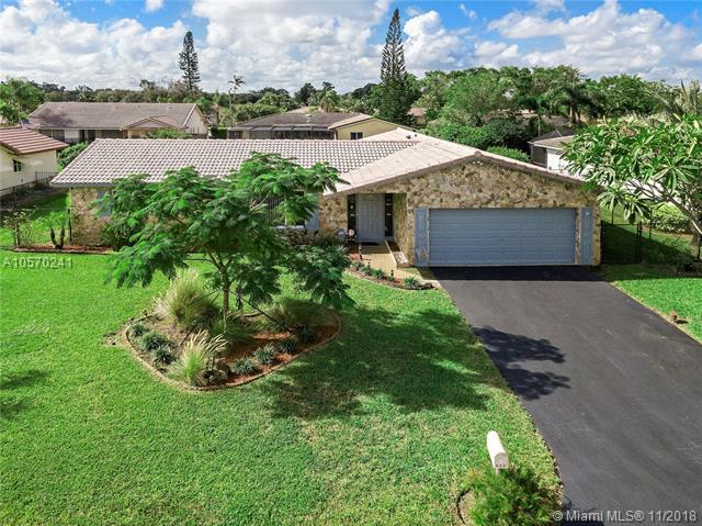 932 NW 83rd Dr, Coral Springs, FL 33071 (MLS #A10570241) :: Prestige Realty Group