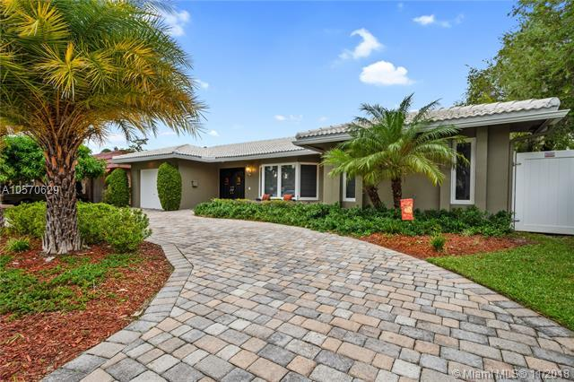 833 Washington St, Hollywood, FL 33019 (MLS #A10570629) :: The Chenore Real Estate Group