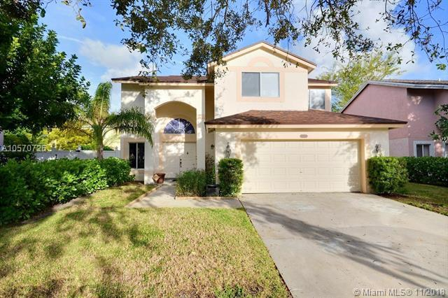 921 SW 88th Ave, Pembroke Pines, FL 33025 (MLS #A10570726) :: The Chenore Real Estate Group