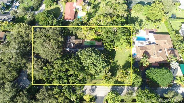 12100 SW 64th Ave, Pinecrest, FL 33156 (MLS #A10570848) :: Prestige Realty Group