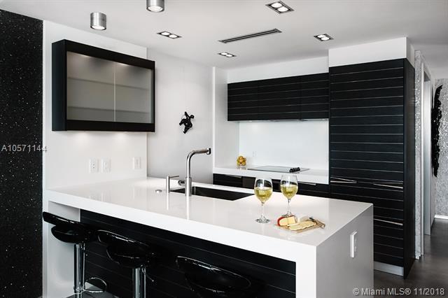 200 Biscayne Boulevard Way #4205, Miami, FL 33131 (MLS #A10571144) :: Keller Williams Elite Properties