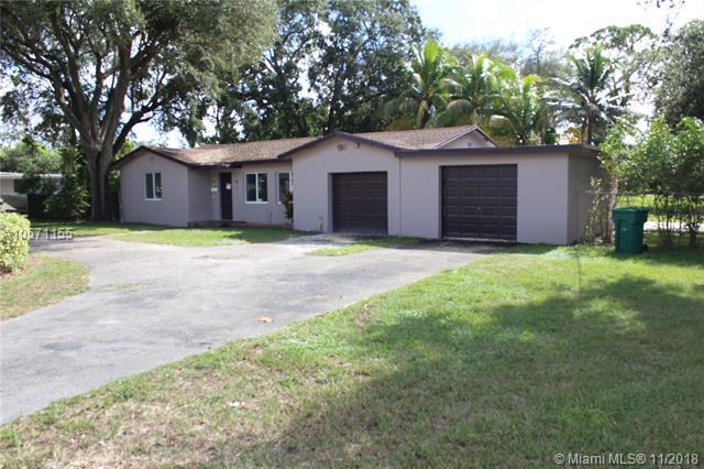 810 NW 151st St, Miami, FL 33169 (MLS #A10571155) :: The Teri Arbogast Team at Keller Williams Partners SW